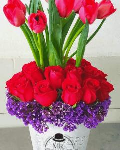 Arreglo Floral con 10 Tulipanes y 24 Rosas