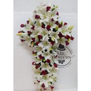 Cruz Funebre con lilis y rosas